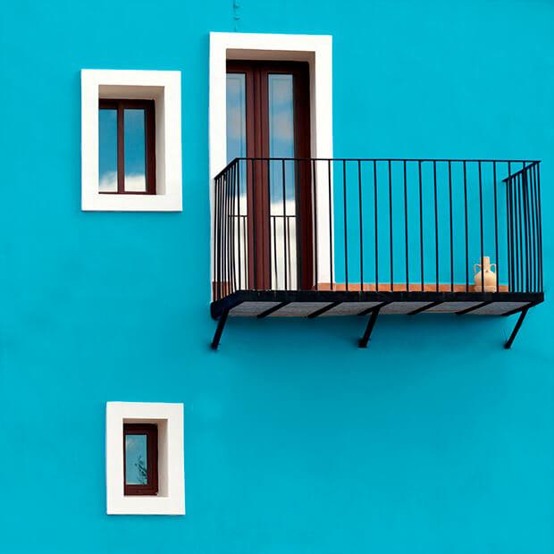 Decoraci n de espacios con colores azules comex - Pintura para fachadas ...